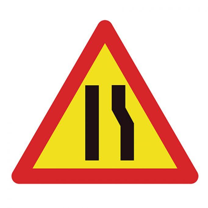 Señal tráfico estrechamiento derecha
